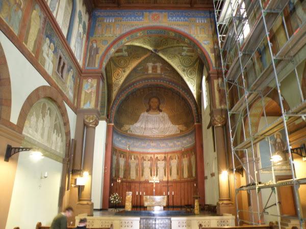 Innenraum der Benediktinerinnen Abtei St. Hildegard