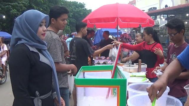 Warga Batu Aji Serbu Pasar Fanindo Berburu Takjil