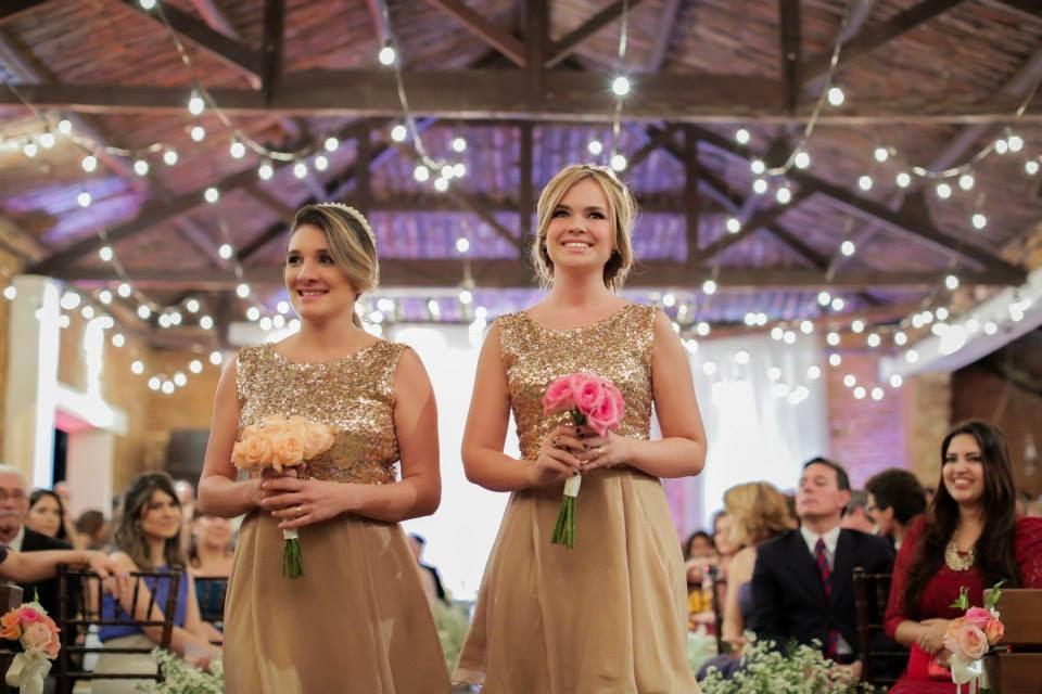 casamento-lindo-singelo-cerimonia-madrinhas-damas-adultas-luzinhas
