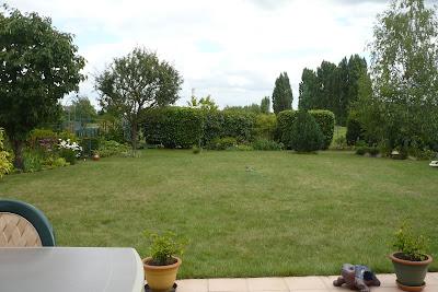 Le Jardin de Pacalou: Ce que je vois de ma terrasse.