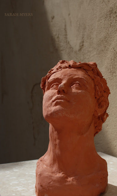 head, looking, upward, sarah, myers, sculpture, escultura, skulptur, scultura, terracotta, earthenware, ceramic, art, arte, kunst, face, gaze, woman, female, figurative, red, clay, modern, contemporary, artwork, front, below, close-up