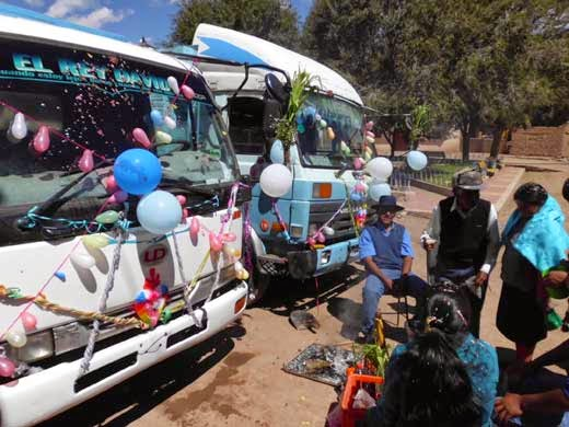 Heute werden besonders die LKW's und Jeeps mit Luftballons verziert