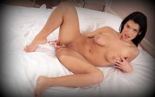 Naked brunnette - Gabrielle%2BDella%2BMoon-S01-039.jpg