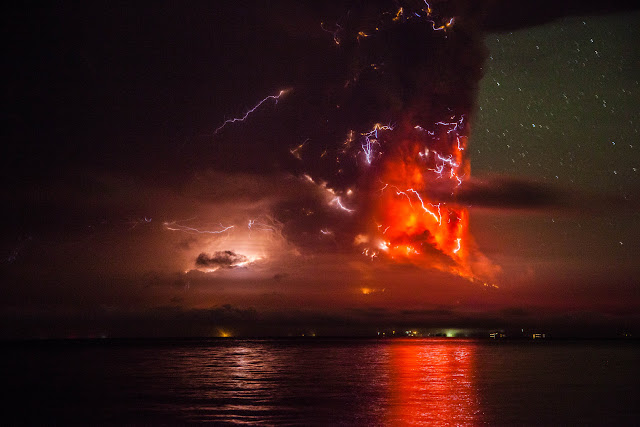 Calbuco Volcano Erupting. Photos