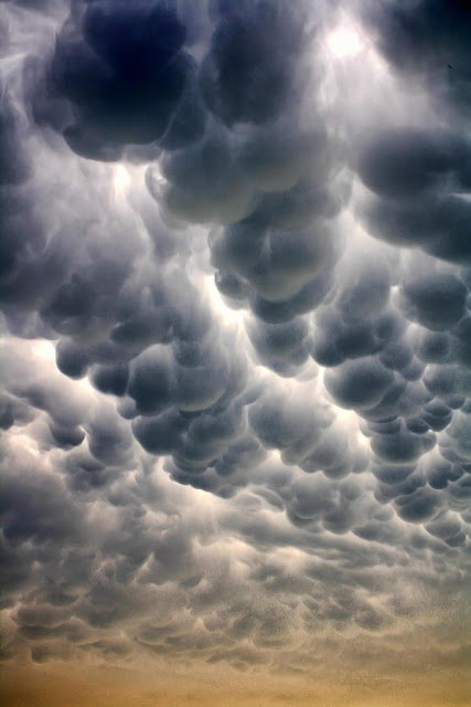 Mammatus Clouds, weather phenomena