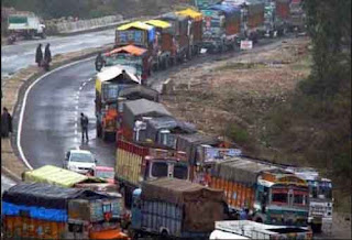 kashmir-national-highway-again-closed-more-than-3500-vehicles-stranded