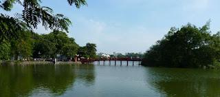 Lago Hoan Kiem de Hanoi.