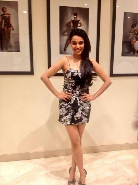 swara bhaskar bikini pics