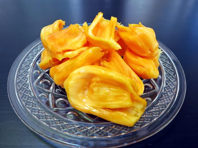 plate of fresh ripe jackfruit