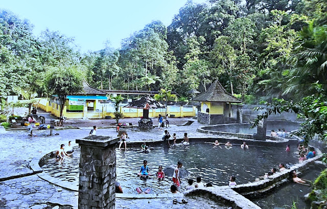 Wisata Pemandian Air Panas Cangar Malang