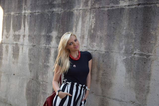 outfit t-shirt nera come abbinare una t-shirt nera abbinamenti t-shirt nera black t-shirt outfit how to wear black t-shirt outfit agosto 2016 mariafelicia magno fashion blogger colorblock by felym fashion blog italiani fashion blogger italiane blog di moda italiani outfit estivi