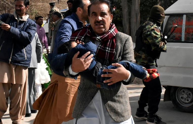 الجهوية 24 - انتحاريان يقتلان ثمانية في هجوم على كنيسة بباكستان