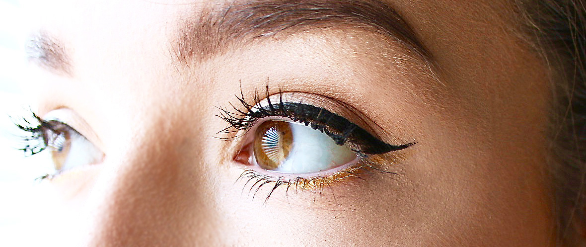 Zoeva Graphic Eyes Eyeliner Swatch
