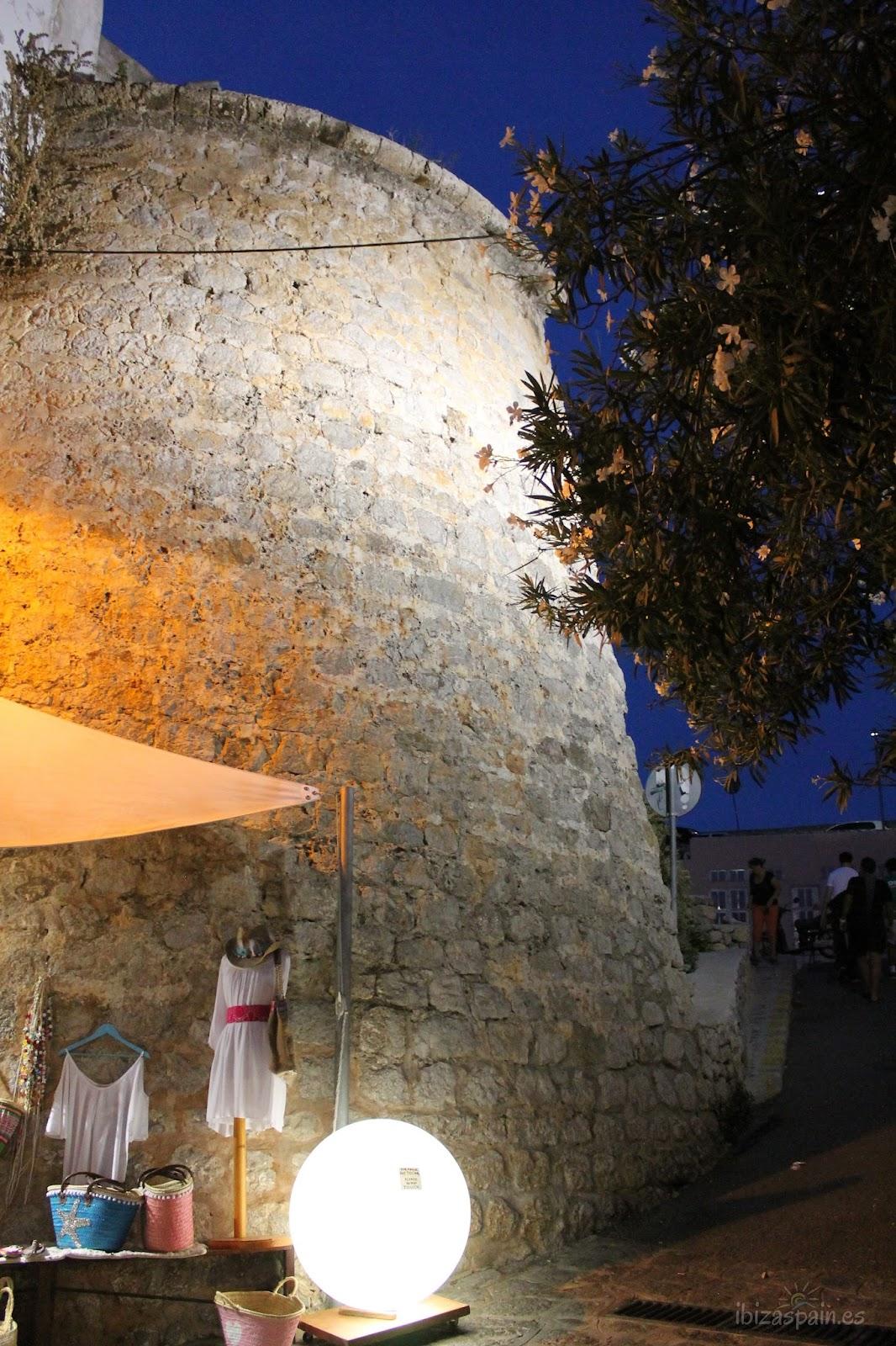 Entrada a la Plaza de Vila Ibiza Dalt Vila
