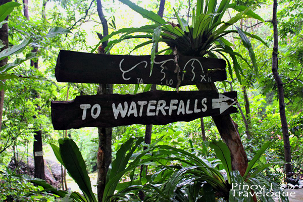 Signage pointing to the waterfalls