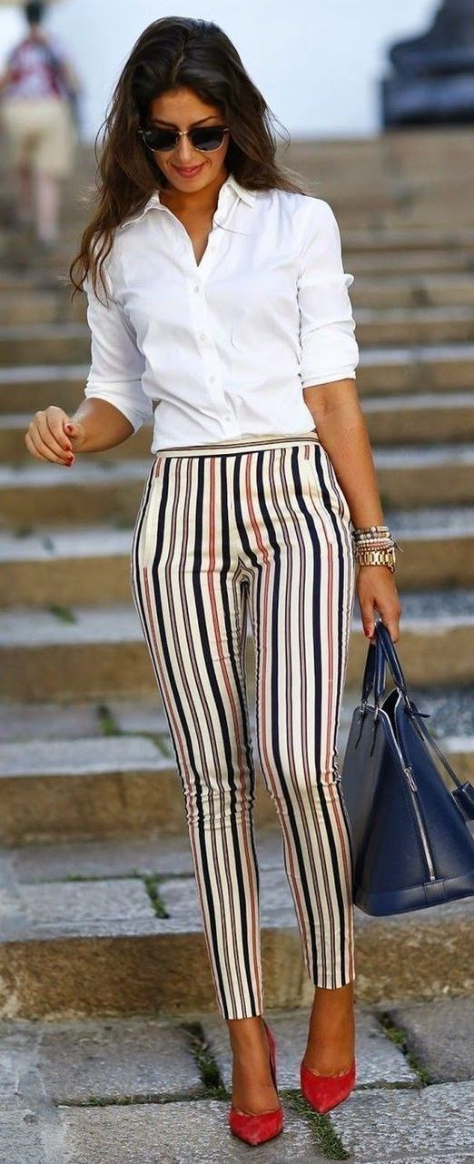 what to wear with a stripped pants : white shirt + bag + heels