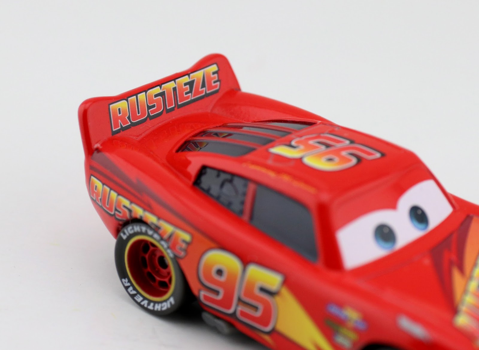 Cars 3: Rust-Eze Lightning McQueen