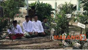Ustadz Abdus Shomad Ziarah ke Makam Pendiri NU