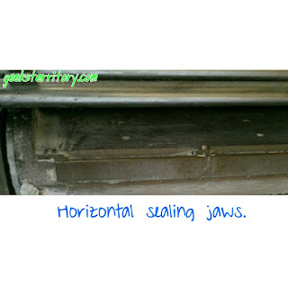 horizontal sealing jaws