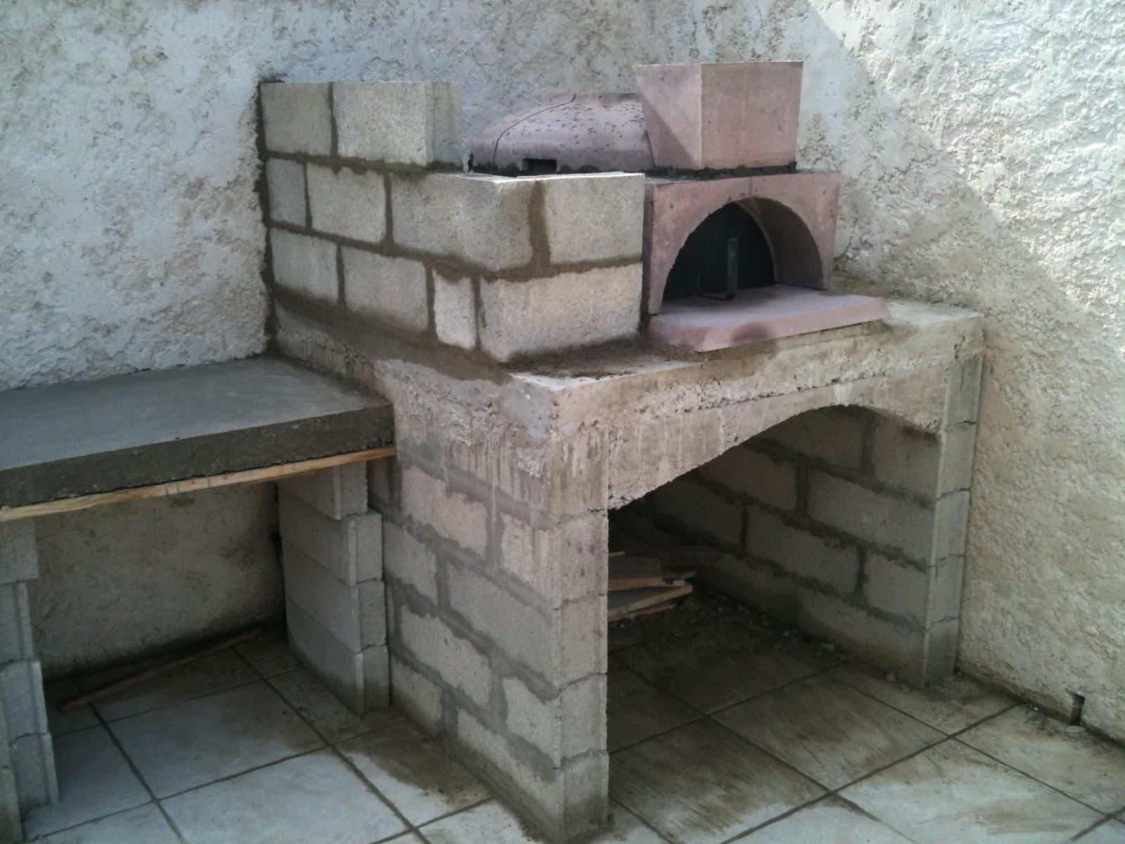 construction four pizza montage des murs et coulage de la dalle plan de travail. Black Bedroom Furniture Sets. Home Design Ideas