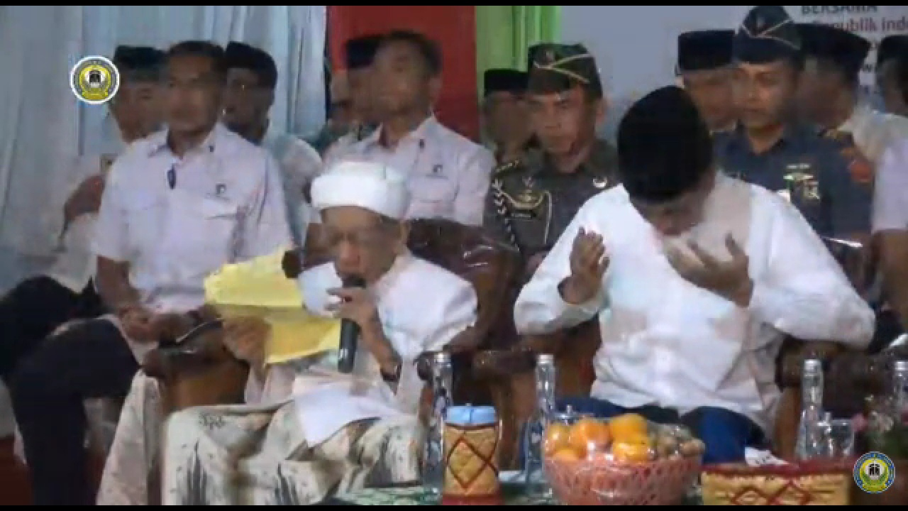 Di Sebelah Jokowi, Doa KH Maimoen Zubair Mengejutkan