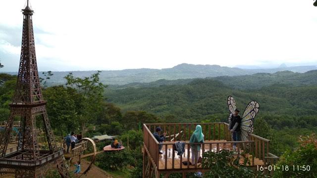 Replika Menara Evel Jonggol Garden
