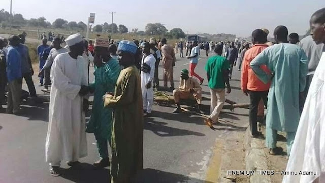 Breaking News: Protesters Block Abuja Highway, Accuse Govt of Excessive Ceding of Land to Army