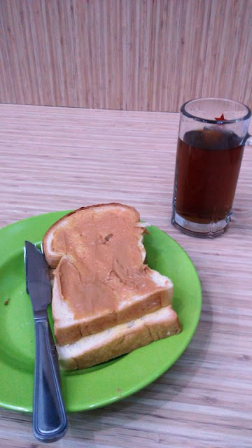 Menggigil Di Teduh Hostel Kuta Tua, Jakarta