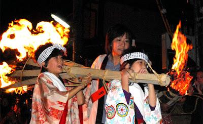 Origen del abanico japones - fiesta de las antorchas