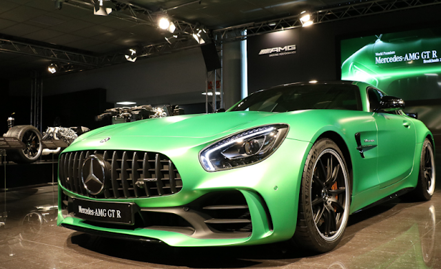 2018 Mercedes-AMG GT R Active Rear-Wheel Steering