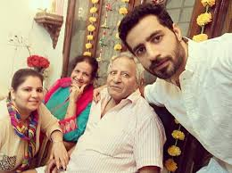 Bhuvan Arora Family Wife Son Daughter Father Mother Age Height Biography Profile Wedding Photos