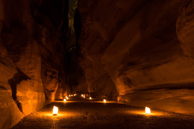 Siq iluminado en el Petra by Night