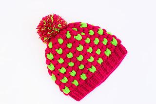 Imagen Gorro de navidad original a crochet fucsia y verde  2
