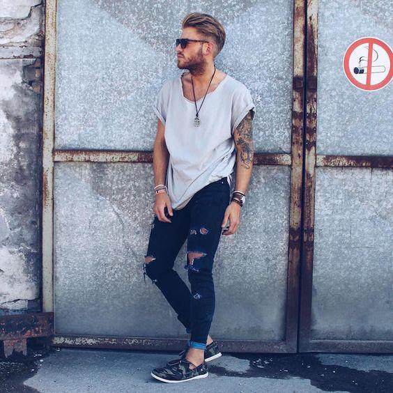 Look Masculino Calça Skinny Rasgada com roupas para homens magros e baixos