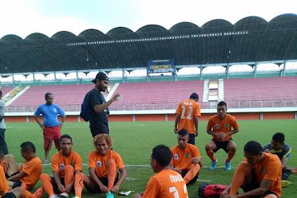 PSN Ngada Melakoni Laga Perdana melawan Persebaya Surabaya.