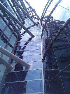 Penyedia jasa kebersihan dan perawatan gedung bertingkat