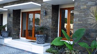 desain teras rumah minimalis dengan batu alam