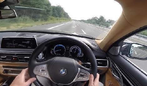 mengemudi mobil diatas 200km/jam