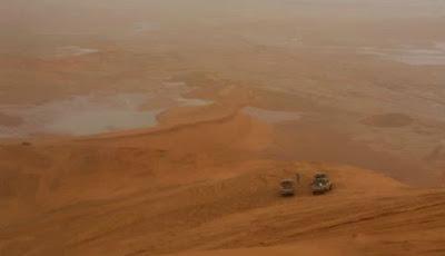 Genangan-genangan kecil di gurun pasir di Saudi Arabia