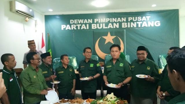 BREAKING NEWS: Yusril Ihza Mahendra Sampaikan Dukungan kepada Jokowi
