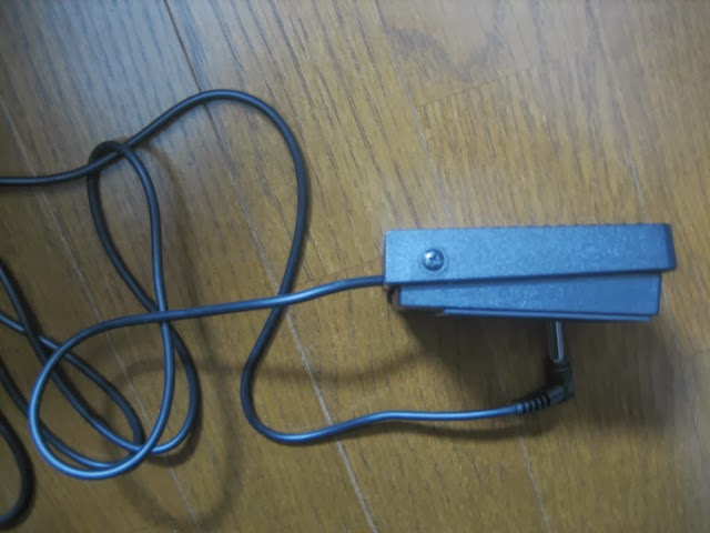 KORG SP-170S 付属のダンパースイッチ 側面