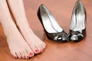 خطوات بسيطة لن تكلفك شيئا ستخلصك من رائحة القدمين للابد!