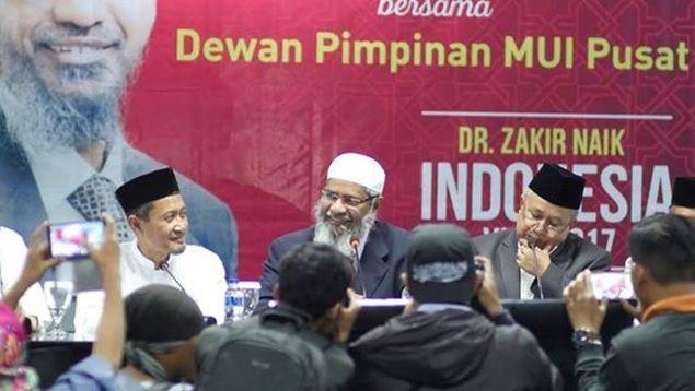 DR Zakir Naik Jelaskan Makna Al-Maidah 51, Pendukung Ahok ...