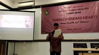 Stop Rokok, Sayangi Kekasih Anda, kapan Hari Tanpa Tembakau Sedunia, World No Tobacco Day, kapan hari tembakau sedunia, bagaimana cara berhenti merokok, efek dari merokok, Puisi Taufik Ismail,