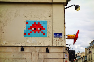 Sunday Street Art : Invader - rue Trousseau - Paris 11