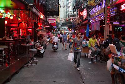 http://hotels.americacheaphotels.com/Place/Sukhumvit_Road_1.htm