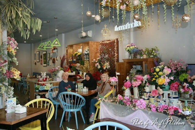 the magnolia floral cafe, cafe lampung, cafe cantik lampung