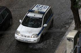 ΑΘΗΝΑ ! Ένα αποτρόπαιο έγκλημα  Σοκ με 18χρονο έπεσε από μπαλκόνι με καρφωμένο μαχαίρι στο λαιμό