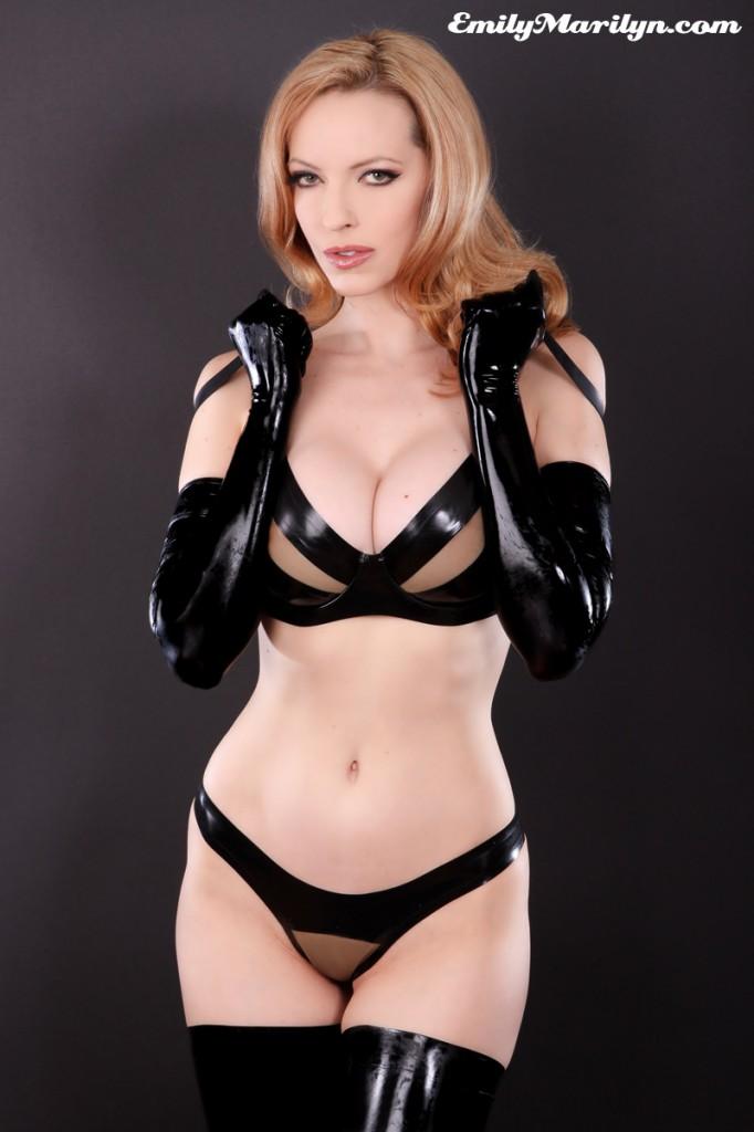 Mistress lera at the gate - 3 1