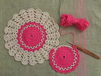 ByHaafner, crochet, potholder, white and pink, daisy pattern, vintage, crochet hook Mollie Makes
